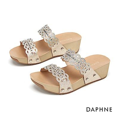 達芙妮DAPHNE 涼鞋-璀璨水鑽鏤空雕花楔型拖鞋-金色