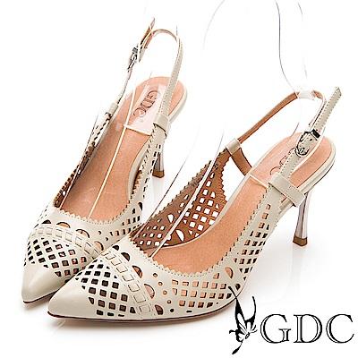 GDC-古典迷情雕花簍空後空尖頭精緻羊皮跟鞋-米色