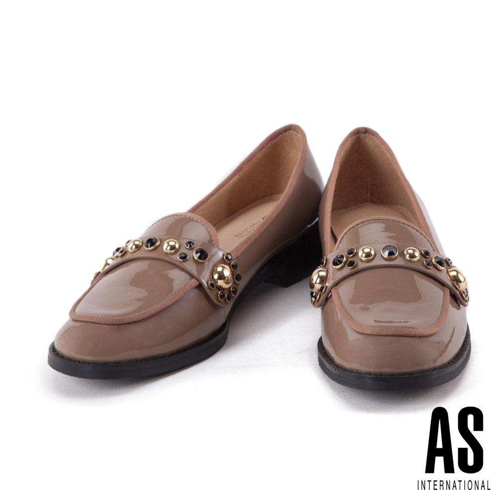 低跟鞋 AS 知性優雅排列鑽飾漆皮樂福低跟鞋-米