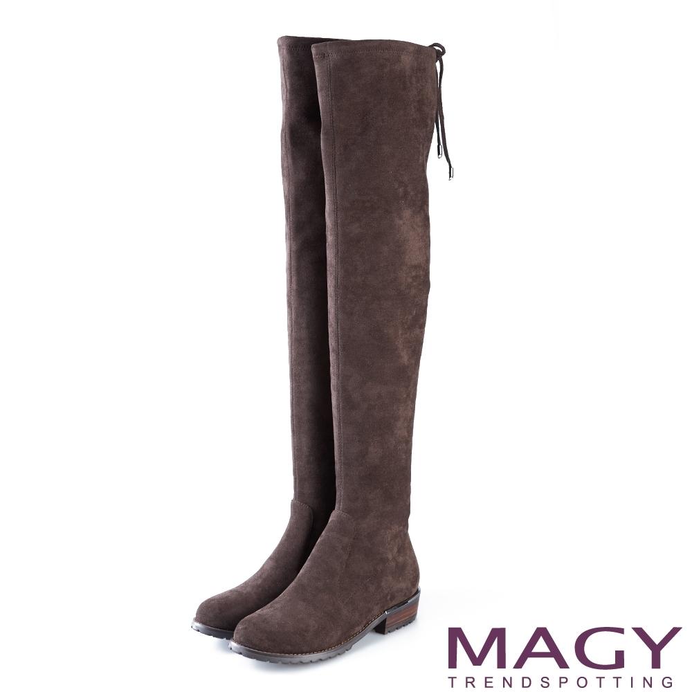 MAGY 展現獨特風采 後邊綁帶鞋跟金屬條飾膝上靴-咖啡