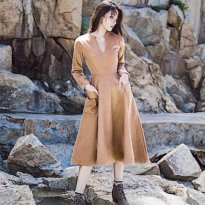 駝色復古仿麂皮設計感洋裝-S~L-維拉森林