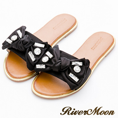 River&Moon大尺碼-緞面朵結鑲寶石金邊涼拖鞋-時尚黑
