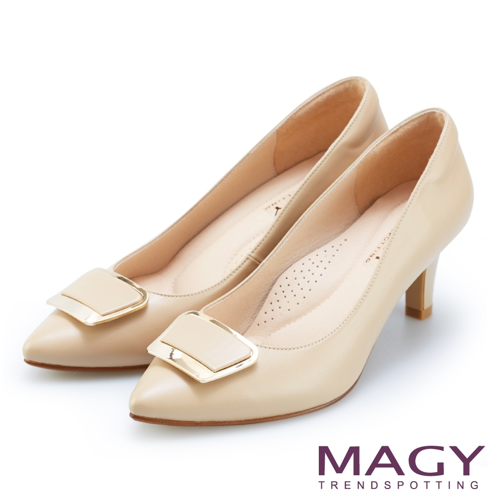MAGY 金屬方釦真皮尖頭 女 高跟鞋 杏色