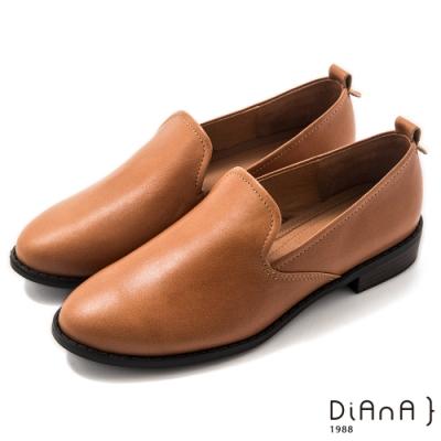 DIANA 3cm質感雙色牛皮極簡素面低跟樂福鞋-漫步雲端焦糖美人–榛果棕