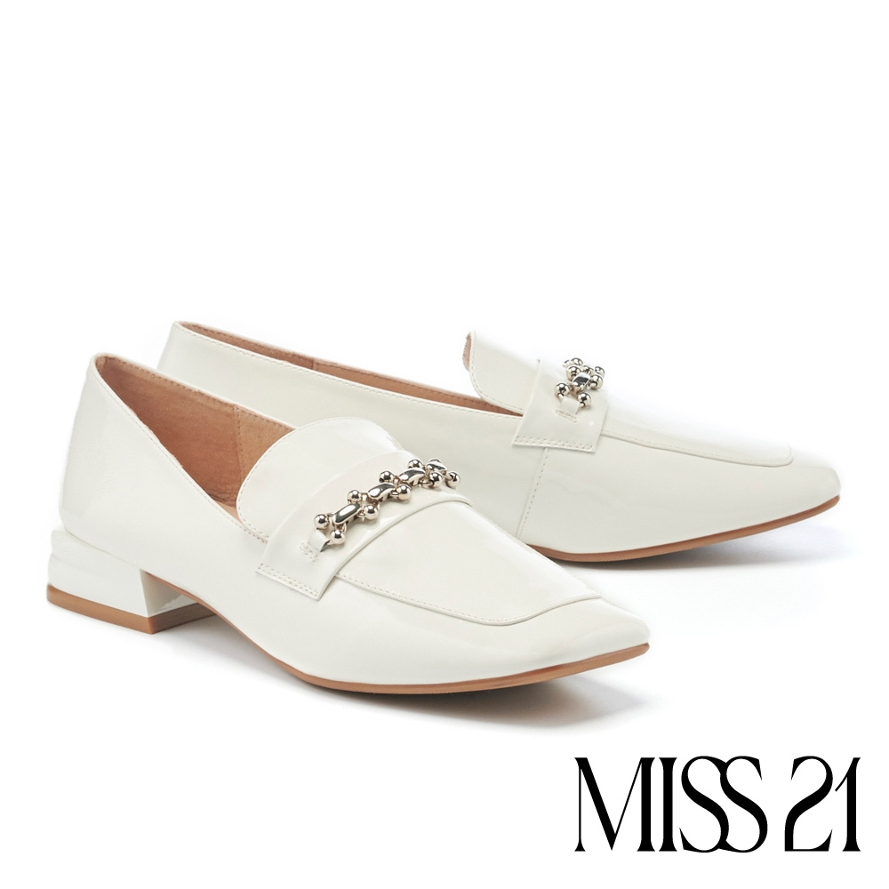 低跟鞋 MISS 21 氣質小姐姐漆皮金屬鏈條方頭樂福低跟鞋-白
