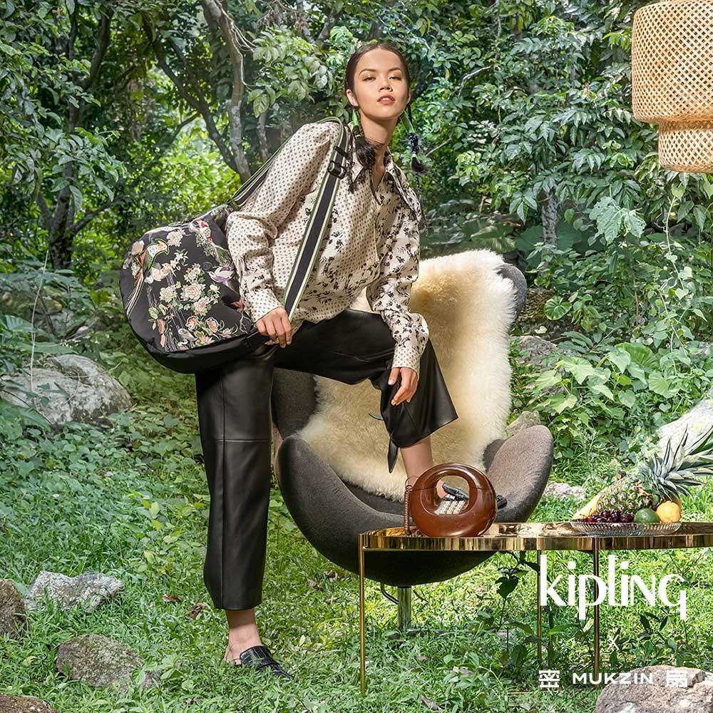 Kipling X MUKZIN 密扇聯名系列花鳥尋仙-神秘黑色大容量拉鍊肩背包-KRISTI