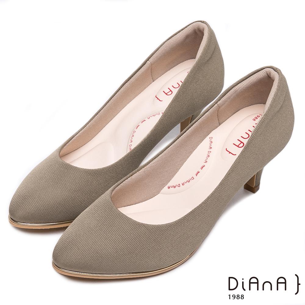 DIANA防潑水羅馬紋跟鞋-漫步雲端輕盈美人款-卡其