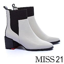 短靴 MISS 21 摩登俐落牛皮拼接鬆緊帶方頭粗跟短靴-米白