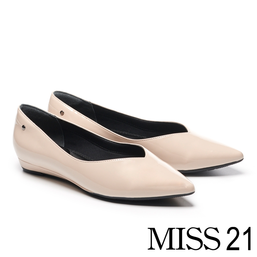 低跟鞋 MISS 21 簡約時尚鉚釘點綴尖頭低跟鞋-米