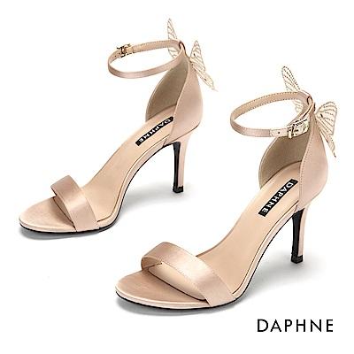 達芙妮DAPHNE 涼鞋-質感鍛面立體蝴蝶結一字帶高跟涼鞋-杏色