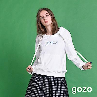 gozo 簡約刺繡大口袋抽繩帽T(二色)