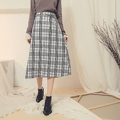 灰階色調後鬆緊綁帶設計排釦格紋中裙-OB嚴選