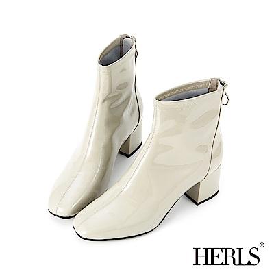 HERLS 時髦焦點 全真皮素面漆皮中跟短靴-米灰色