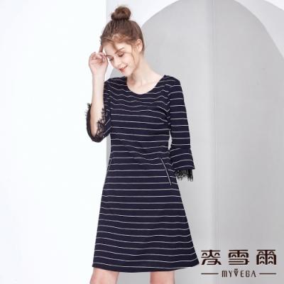 【麥雪爾】橫條荷葉蕾絲袖短版洋裝