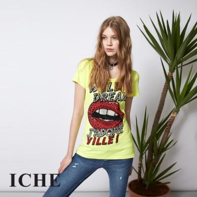 ICHE 衣哲 時尚唇印字母印花造型T恤上衣-黃