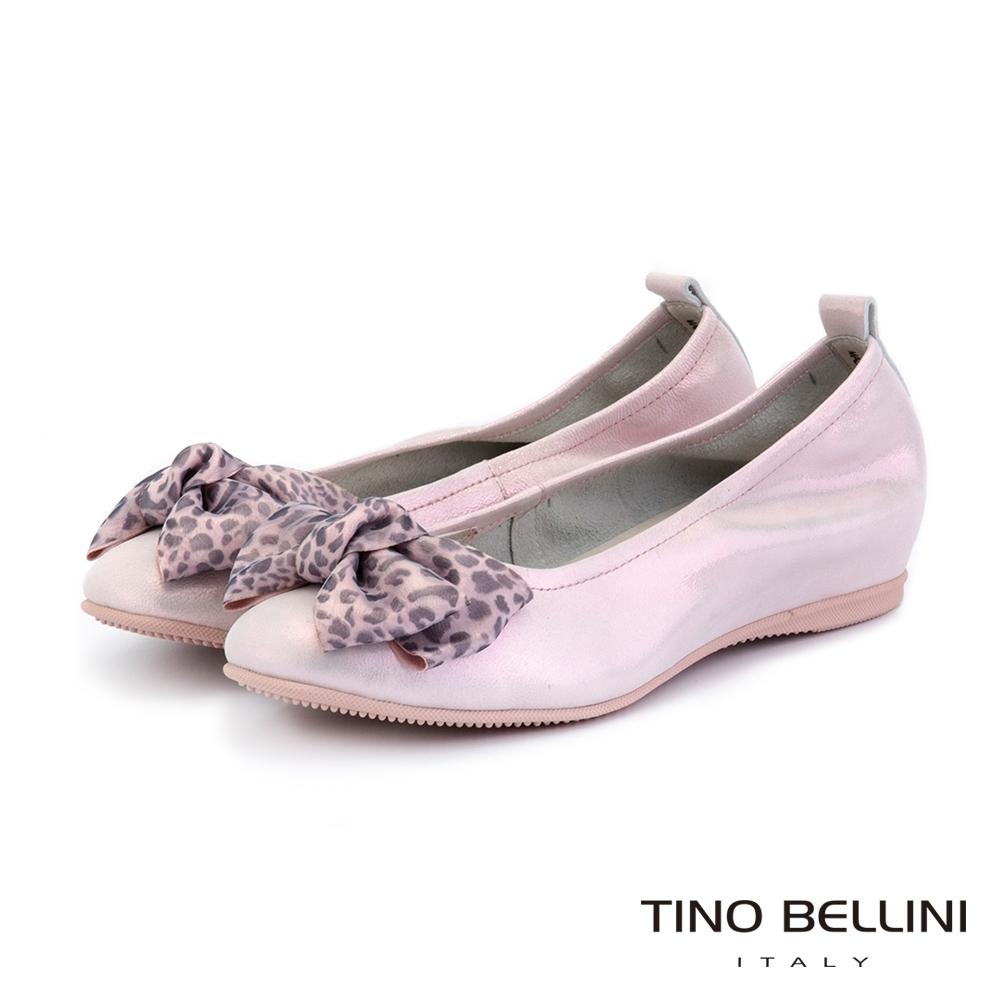 Tino Bellini珍珠光感豹紋蝴蝶結內增高平底鞋_粉