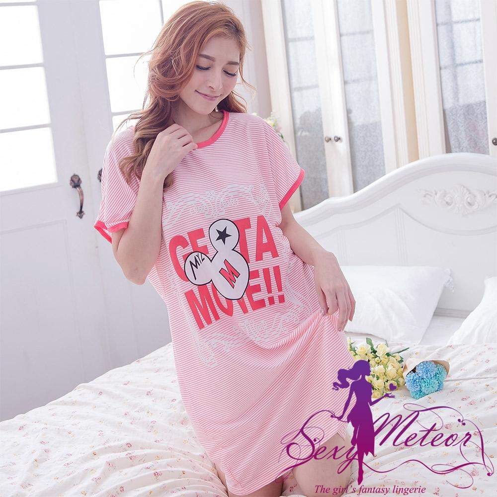 睡衣 全尺碼 英字條紋老鼠印圖短袖連身裙睡衣(活力桔紅) Sexy Meteor