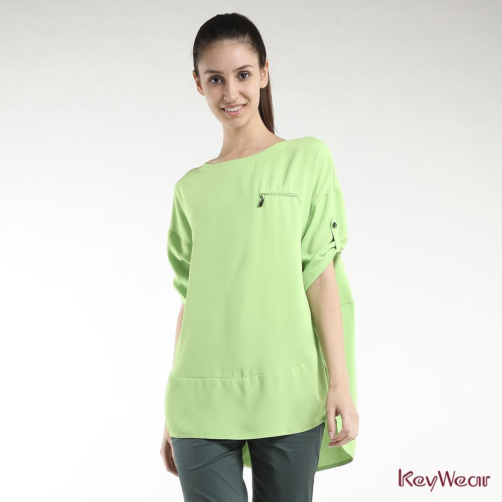 KeyWear奇威名品    簡潔俐落幾何切割五分袖上衣-淺綠色