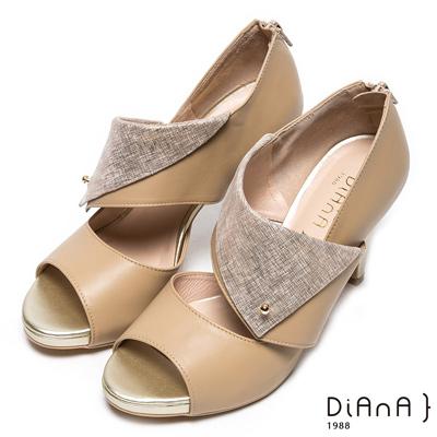 DIANA 時尚魅力-光澤鉚釘鏤空真皮魚口跟鞋-棕