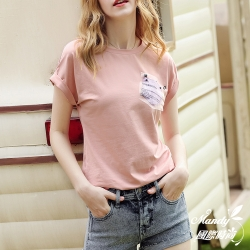 Mandy國際時尚 素色左邊口袋印花設計T恤_預購【韓國服飾】