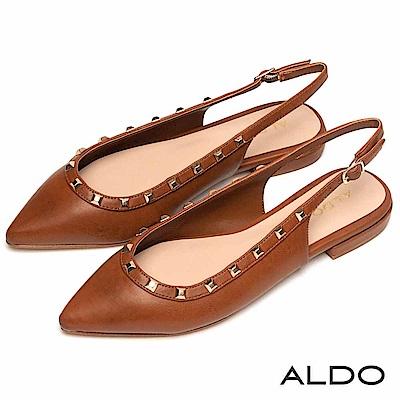 ALDO 原色佐金屬鉚釘釦綴飾拉帶式粗跟尖頭鞋~內斂焦糖