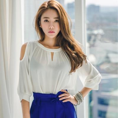 正韓 高質感氣質挖肩雪紡上衣(白色)-Q-chic
