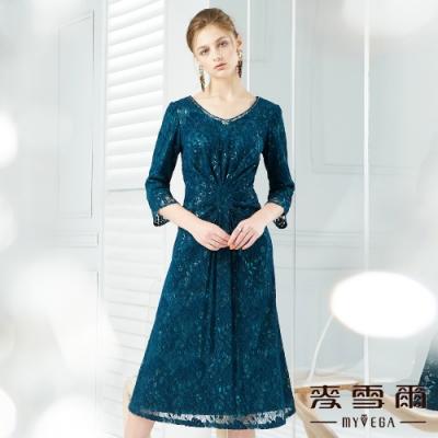 【麥雪爾】腰間立體抓皺V領蕾絲長洋裝