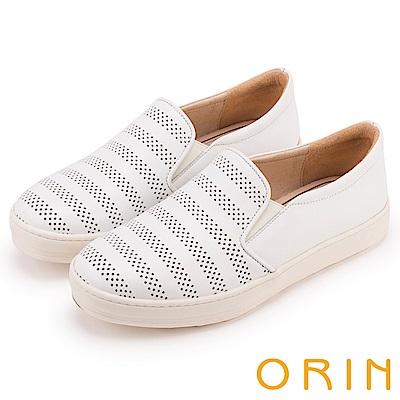 ORIN 引出度假氣氛 沖孔牛皮休閒平底便鞋-白色