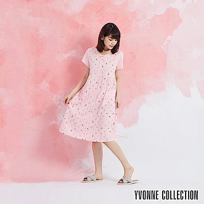 YVONNE 以旺娃娃印花半開襟短袖洋裝-淺粉