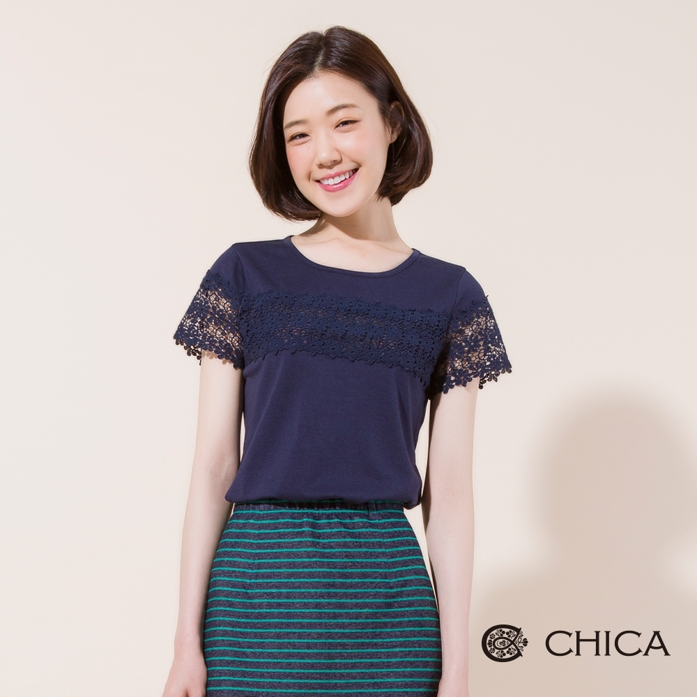 CHICA 浪漫縷空蕾絲拼接短袖T恤(2色)