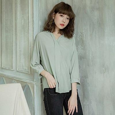 純色胸前壓褶半開襟襯衫-OB大尺碼