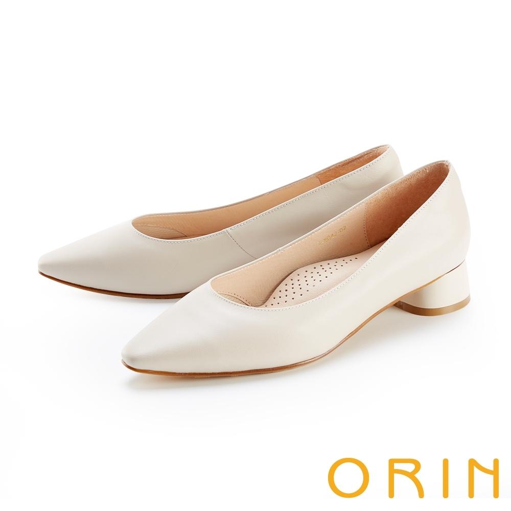 ORIN 柔軟羊皮素面尖頭 女 粗中跟鞋 米色