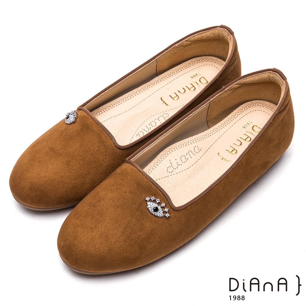 DIANA玩味大眼睛造型鑽飾羊絨布平底鞋-漫步雲端厚切焦糖美人-棕
