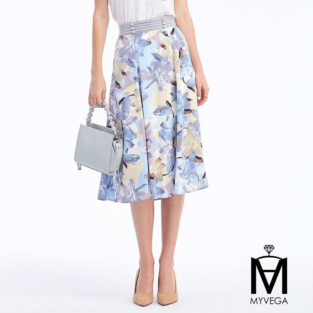 MYVEGA麥雪爾 MA花卉印花貝殼釦長裙-淺藍