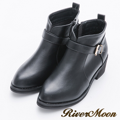 River&Moon大尺碼-時尚顯瘦前V口扣環短靴-黑