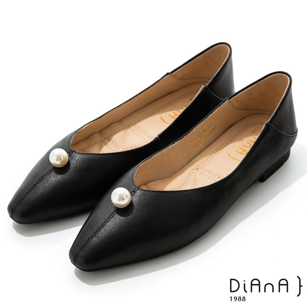DIANA 1.7cm質感牛皮珍珠細膩縫線尖頭娃娃鞋-優雅甜美-黑