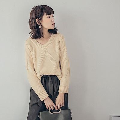 純色麻花織紋針織上衣-OB大尺碼
