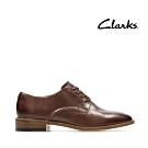Clarks 摩登經典 學生風素面皮革休閒鞋 棕褐色