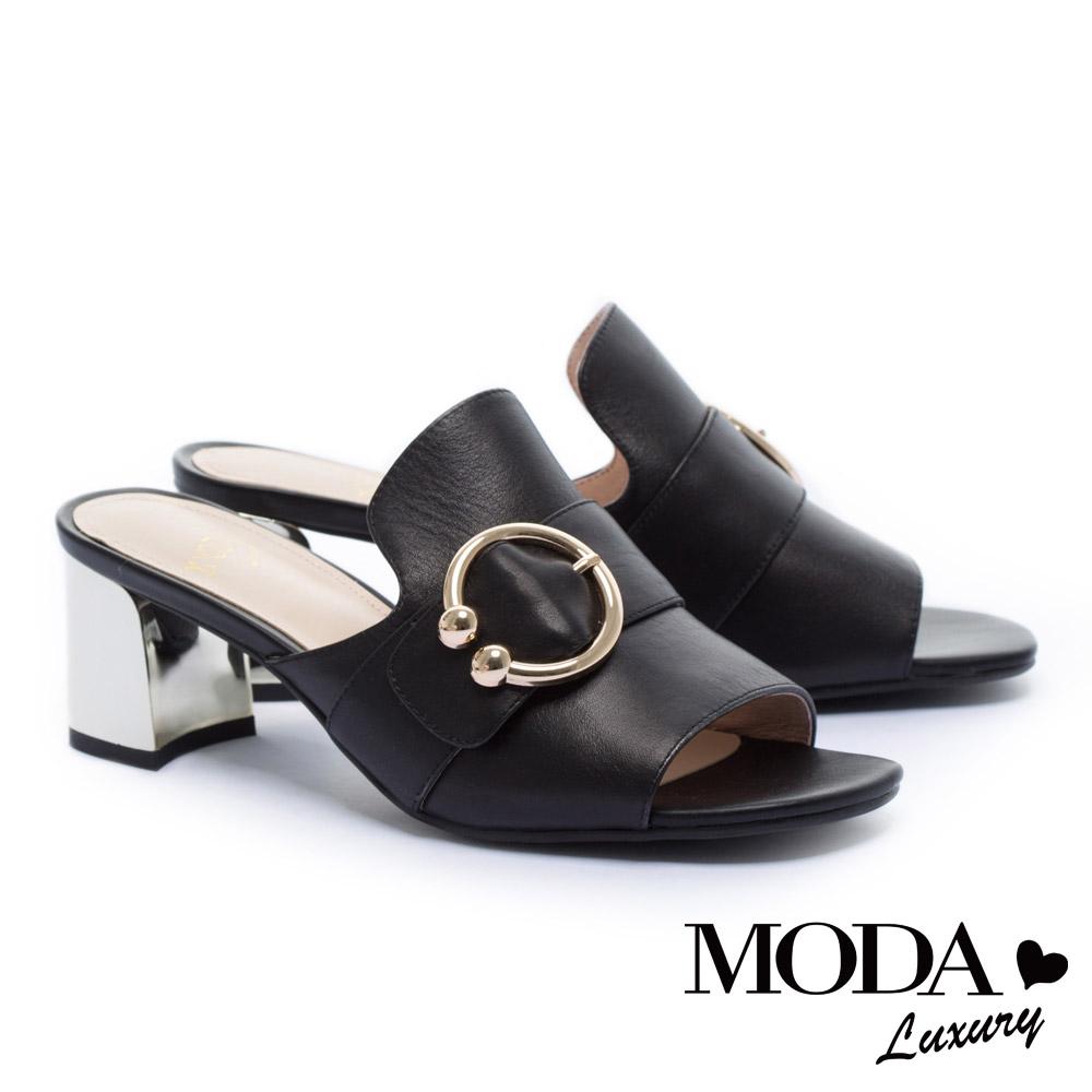 拖鞋 MODA Luxury 摩登隨性C型珍珠圓釦方頭高跟拖鞋-黑