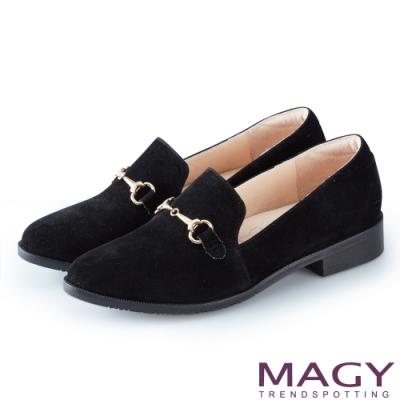 MAGY 復古潮流 氣質馬蹄扣絨布低跟鞋-黑色