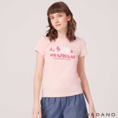 【GIORDANO】女裝DEAR WORLD系列印花T恤-21 草莓粉紅