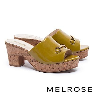 拖鞋 MELROSE 經典馬銜釦羊皺漆皮木紋水台粗高跟拖鞋-綠