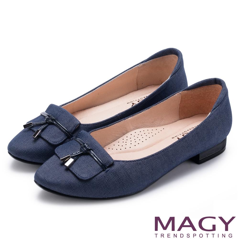 MAGY 復古上城女孩 質感牛仔布料粗低跟鞋-藍色