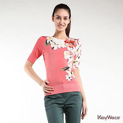 KeyWear奇威名品    典雅印花五分袖針織上衣-珊瑚紅色