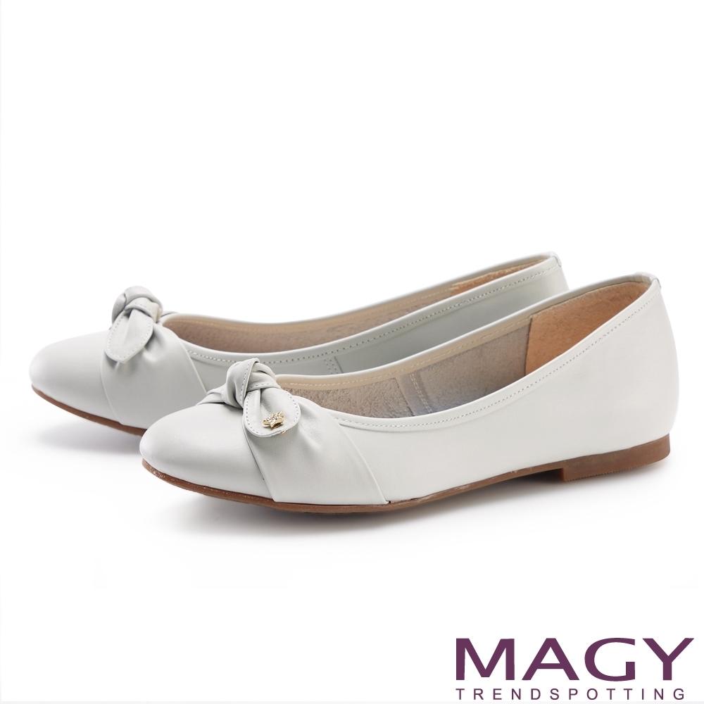 MAGY 星星鑽飾蝴蝶結真皮 女 平底鞋 淺灰