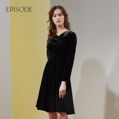 EPISODE - 黑色復古優雅鑽飾 V領修身寬擺絲絨長袖洋裝