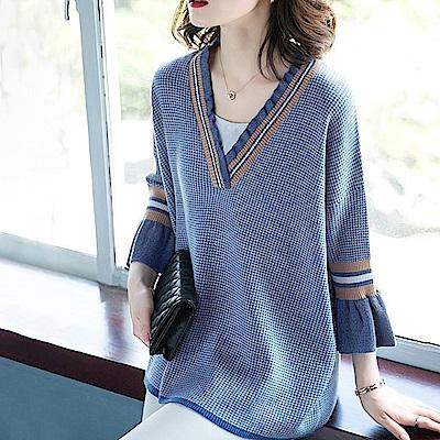 初色  格子喇叭袖針織衫-共2色-(M-2XL可選)