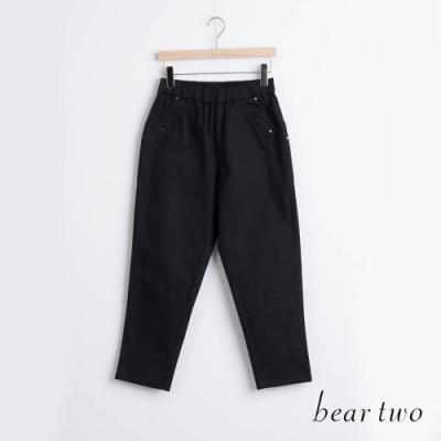 bear two- 裝飾卯釘素色長褲 - 黑
