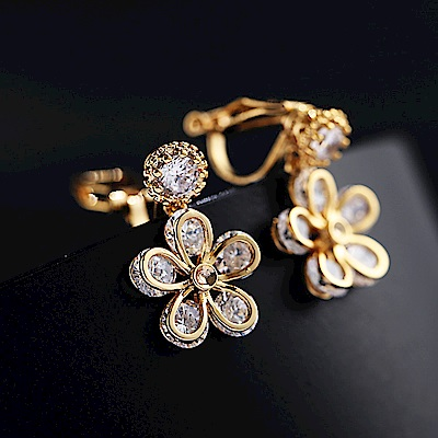 梨花HaNA 無耳洞韓國晶鑽第五大道花朵耀眼耳環夾式