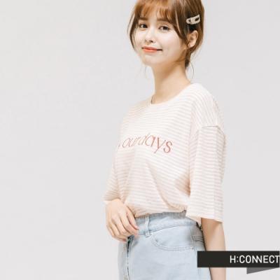 H:CONNECT 韓國品牌 女裝 -透膚條紋文字設計T-Shirt-卡其